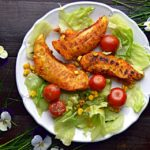 Grillowane polędwiczki z kurczaka po meksykańsku z sałatką