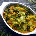 Zapiekanka z kaszy jaglanej z cury fasolką i oliwkami POZIOME