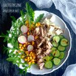 sałatka z rukoli z tuńczykiem i kukurydzą