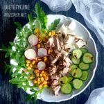 Pyszna ekspresowa sałatka z rukoli z tuńczykiem i kukurydzą