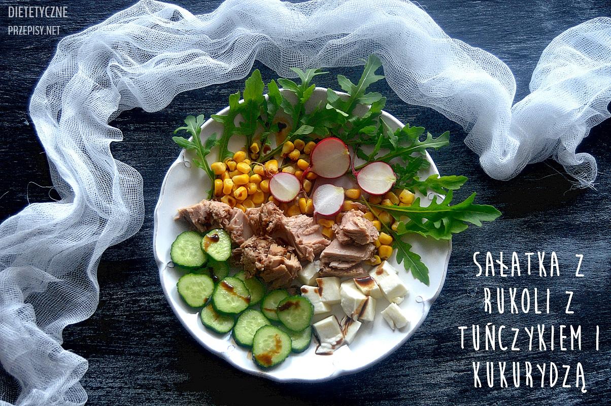 sałatka z rukoli z tunczykiem i kukurydzą poziome