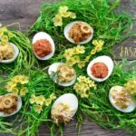 Jajka faszerowane na różne fit sposoby. Dlaczego warto jeść jajka?