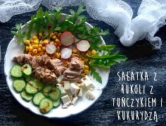 Lunchbox z tuńczykiem, mozzarellą i kukurydzą