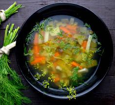 Zupa ogórkowo - jarzynowa z kaszą jaglaną