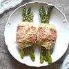 Szparagi zawijane z kurczakiem i szynką