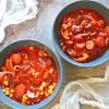 Kiełbaska z kurczaka w sosie pomidorowym na ostro